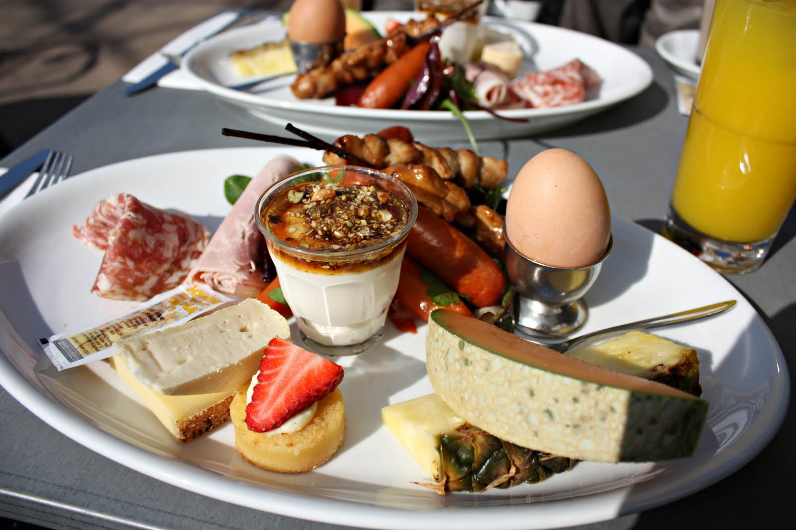 7 best sunday brunches in the world wanderluxe for Best brunch menu